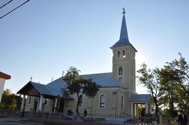 Biserica din Aleuș a fost resfințită