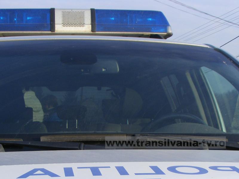 Un șofer din Zalău a intrat cu mașina tocmai într-o autospecială a poliției