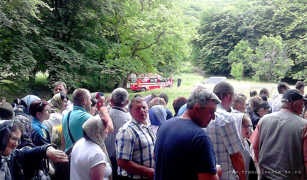 FOTOREPORTAJ: Sălăjenii în pelerinaj la mormântul părintelui Arsenie Boca!