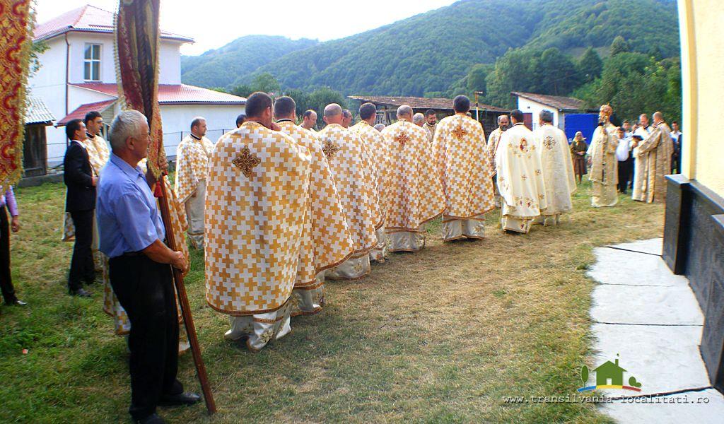 Premieră religioasă în a doua zi de Rusalii pe Valea Someșului. Moaștele Sfinților Nicolae și Nectarie vor fi aduse la Rus!