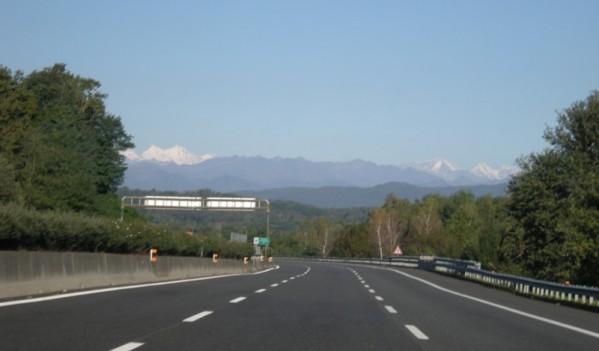 Un șofer din Sălaj a fost depistat conducând cu 224 km/h pe Autostrada Transilvania