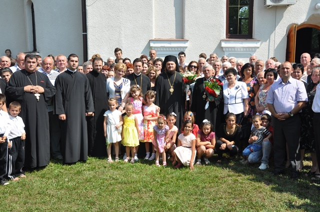 Liturghie Arhierească la Românași