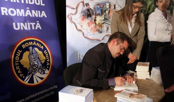 """""""Participăm la vot, ca să nu ni se fure voturile, și scriem Vlad Țepeș pe buletinul de vot"""" o spune liderul PRU Bogdan Diaconu!"""