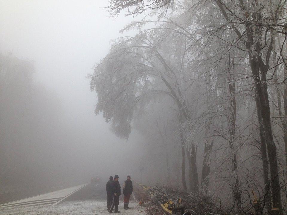 """""""Ploaia înghețată"""" afectează traficul rutier pe Meseș"""