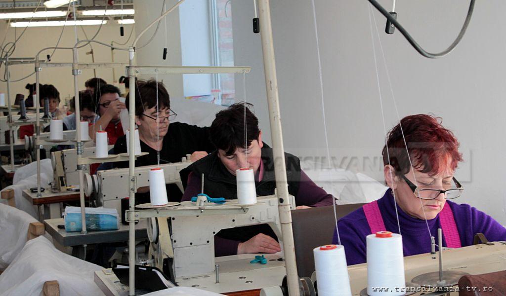 La croitoria din Letca, angajaţii vin cu drag şi pleacă cu greu acasă (VIDEO)