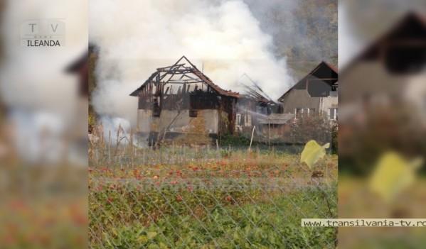 Incendiu violent în Ileanda (VIDEO)