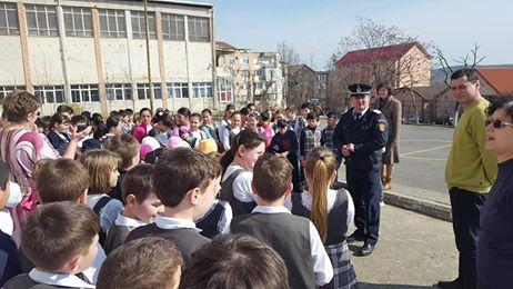 """Activităţi de informare preventivă, desfășurată azi de ISU Sălaj, la Liceul de Artă """"Ioan Sima"""" din Zalău"""