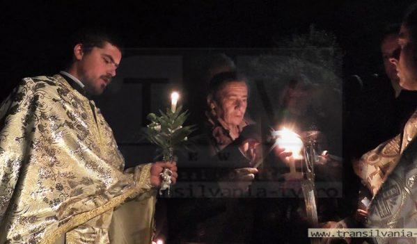 Creştini înţelepţi! Lecţie de viaţă în Noaptea de Înviere, într-un sătuc de pe Someş  (VIDEO)