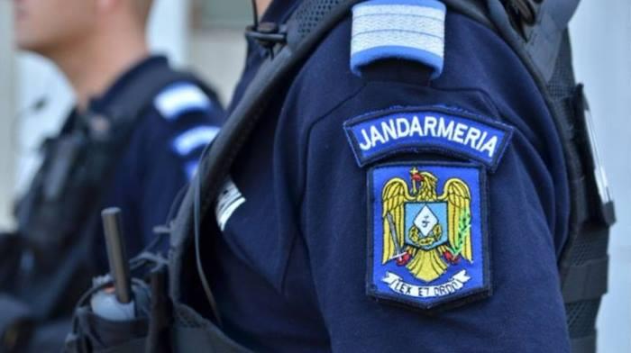 Hoţ de portofel depistat de jandarmii din Zalău la bancomat, în timp ce încerca să scoată bani de pe un card furat