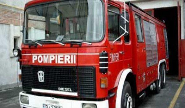 Un autoturism a luat foc în Ciumărna