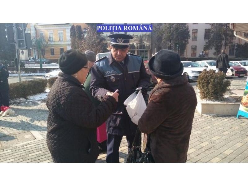 Polițiștii sălăjeni au oferit mărțișoare doamnelor şi domnişoarelor