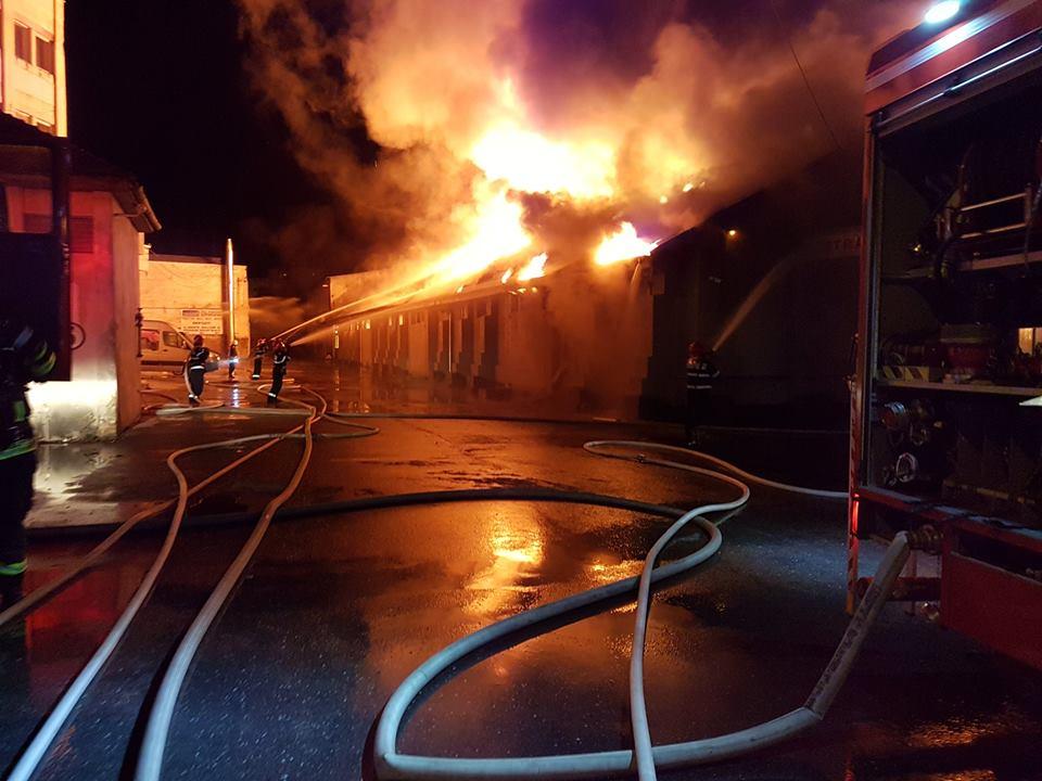 Incendiu la un hypermarket din Zalău