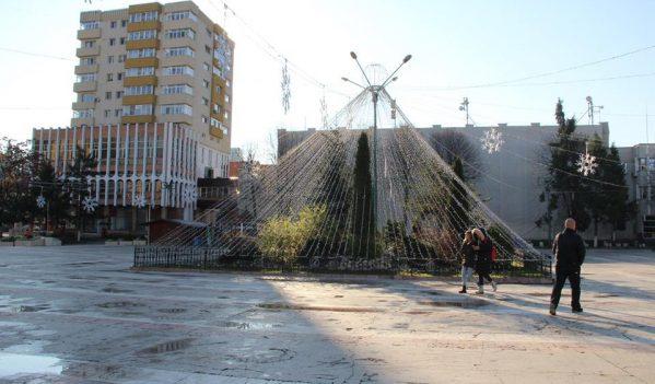 Instalația de iluminat festiv va fi pusă azi în funcțiune, în mai multe zone din municipiul Zalău